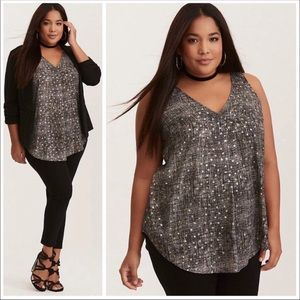 Torrid Metálico Star Print Pleated V-Neck Tank Top